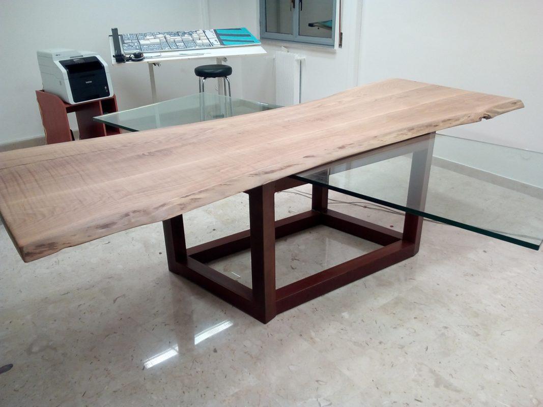 Tavolo in vetro e legno con base in acciaio Cor-ten | Cisca Arte