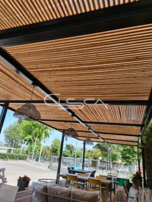 tettoia con doghe in legno