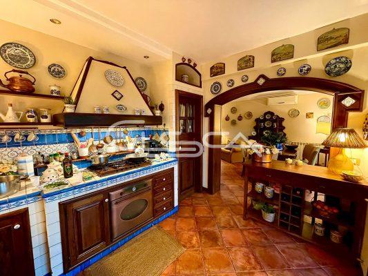 cucina in legno di castagno
